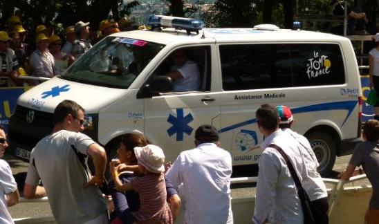 Zoom sur l'ambulance Volkswagen T5 - Tour de France 2011