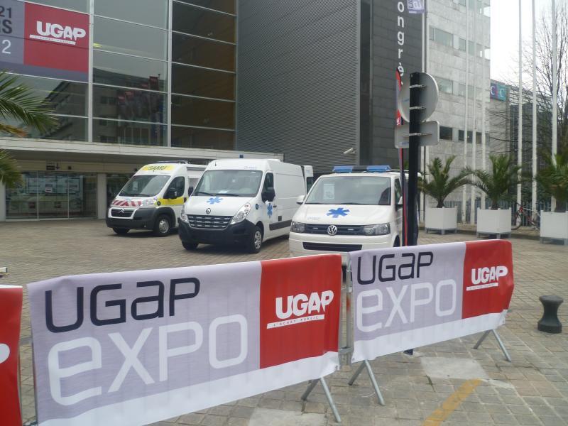 Photo des 3 ambulances Petit by gruau sur le salon ugap Expo